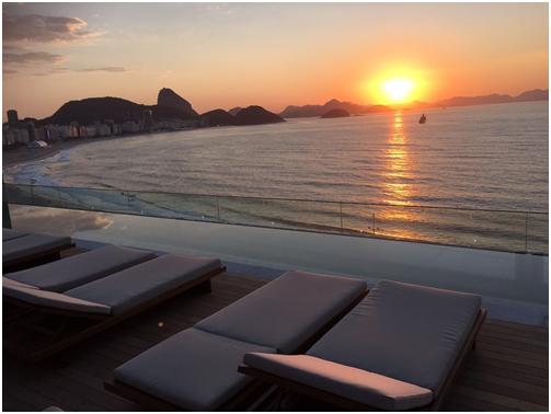 Terraço do Emiliano Rio tem vista privilegiada de Copacabana (Foto: Divulgação)