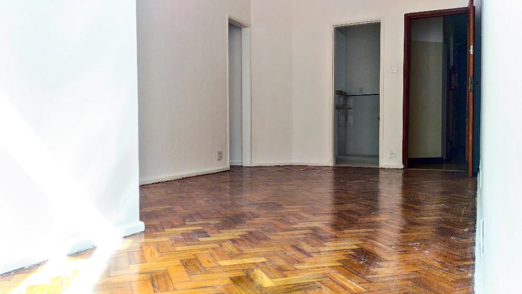 Copacabana Rua Raimundo Correia 2 quartos suite reformado vaga garagem silencio praia metro Bogoricin Prime (9)